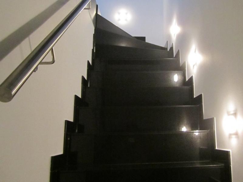 treppen aus naturstein renovierung mit 11 mm platten. Black Bedroom Furniture Sets. Home Design Ideas